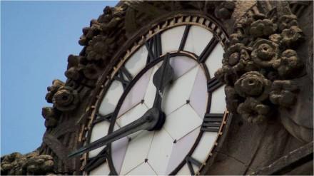Leeds-corn-exchange-clock10